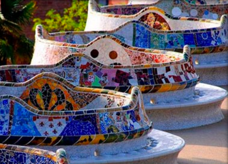 Ergonomic, multi-colored bench above gallery. Photo: casabattlo.es