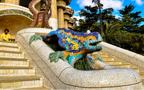 Playful mosaic lizard at entrance to Monument area. Photo: suitelife.com